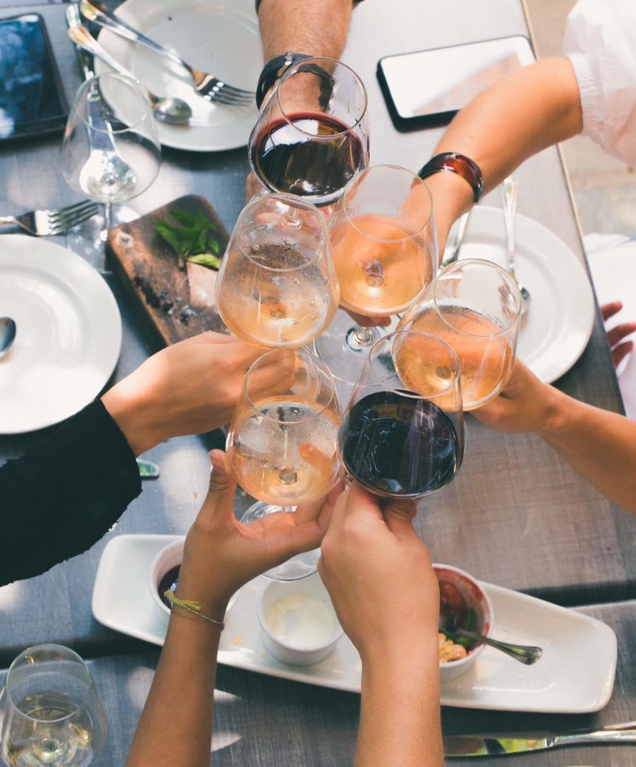 Freunde und Wein